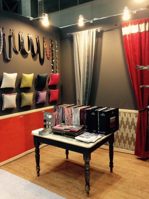 ウレス ブース 椅子張り生地、タイバックを中心とした展示